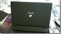 Asus G750JW nugara (angl. back)