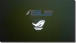 Asus G750JW T4099H logotipas šviečia tamsoje