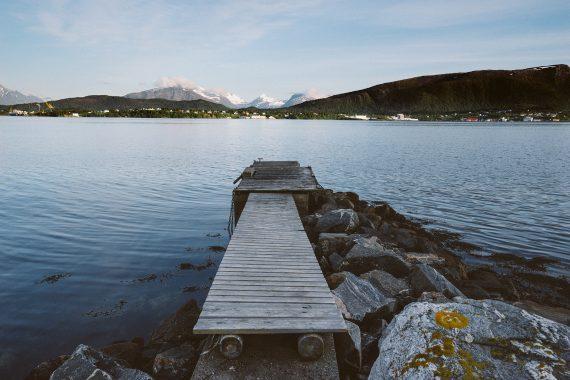 Tiltelis į ežerą
